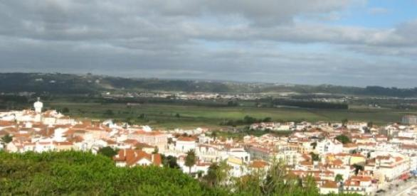 Alfeizerão fica na zona oeste de Portugal