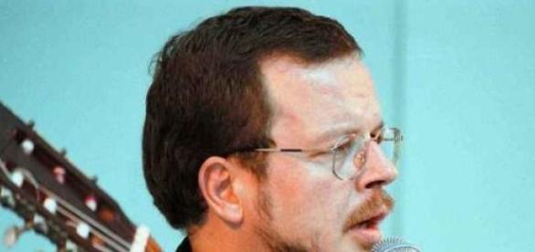 Jacek Kaczmarski zmarł 10 kwietnia 2004 roku