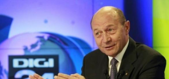 Traian Basescu este cotradictoriu