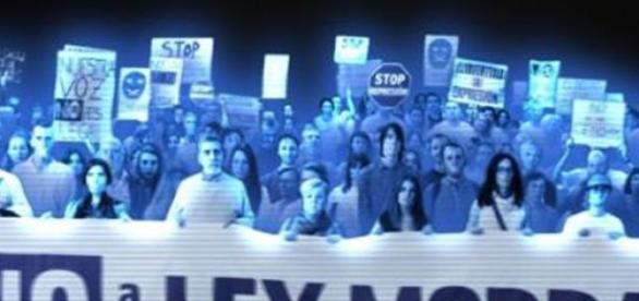 primera vez  se utiliza hologramas para protestar