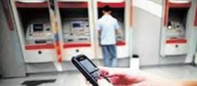 Uso de celular, bandidos monitoram clientes.