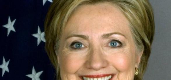 Hillary Clinton annuncia la sua candidatura.