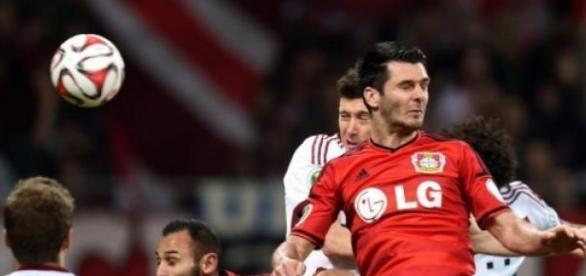 Spahic despedido do Bayer Leverkusen