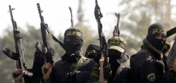 10 jihadistas violentaram a criança por meses