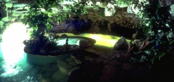 A famosa piscina interna da mansão