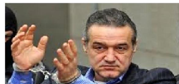Gigi Becali riscă să ajungă la închisoarea