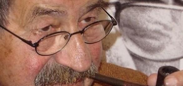 Günter Grass und sein Markenzeichen.