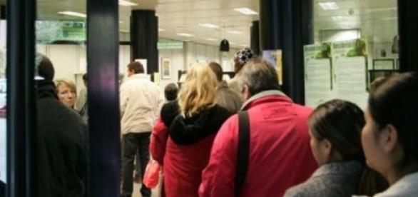 Largas colas de desempleados en Valencia