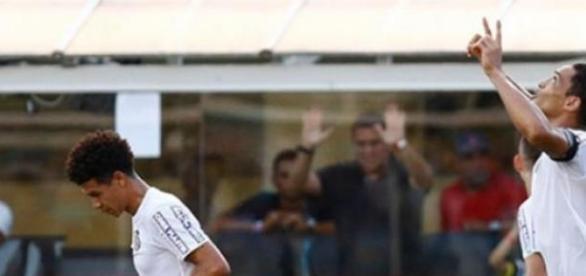Ricardo Oliveira comemora seu gol contra o XV