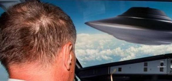 Un pilot american a vazut un OZN