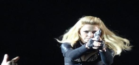 Madonna erregt gerne Aufmerksamkeit auf der Bühne.