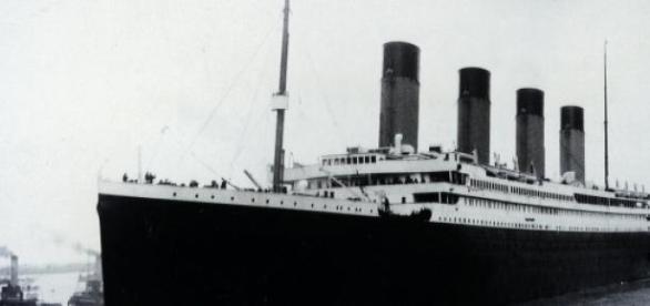 Titanic em sua viagem inaugural.