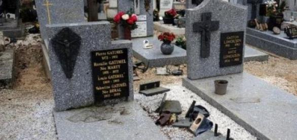 Une tombe profanée au cimetière de Castres.