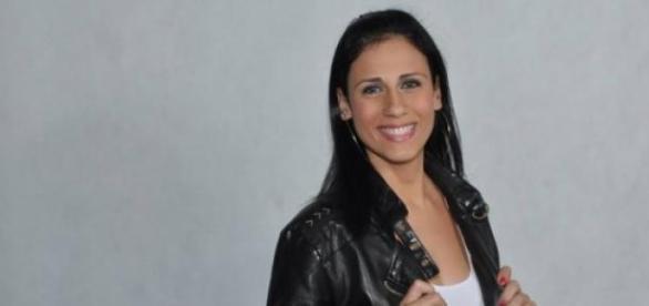 Jovem universitária Lore Vaz