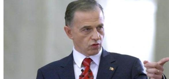 Mircea Geoană se implică în scandalul gay