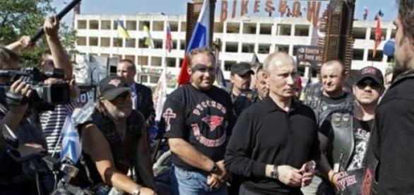 Władmir Putin ze swoimi Wilkami