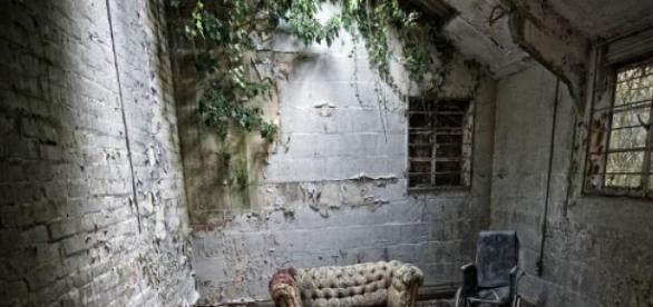 As jovens foram encontrada numa casa desabitada