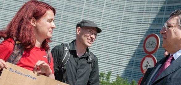 Maritta Strasser (l.) ist Campaignerin bei Campact