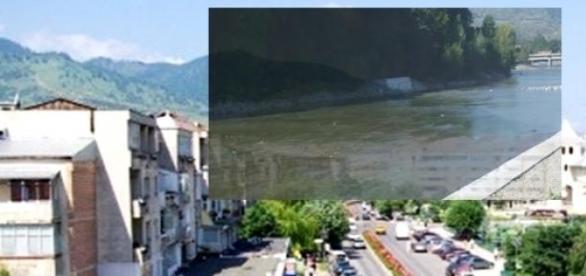 Panoramă Comăneşti şi faleza rîului Trotuş