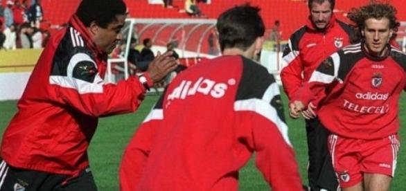 Poborsky treina com Eusébio.