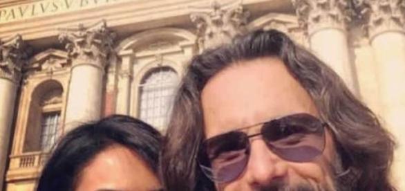 Rodrigo Santoro e sua amiga vão foram ao Vaticano
