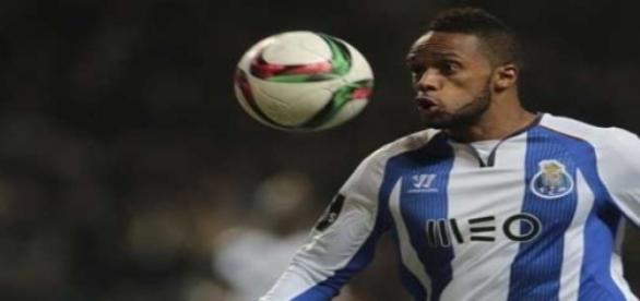 Hernâni mantém FC Porto na luta