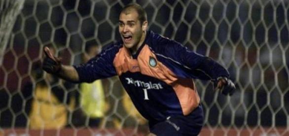 Marcos defende pênalti de Marcelinho em 2000