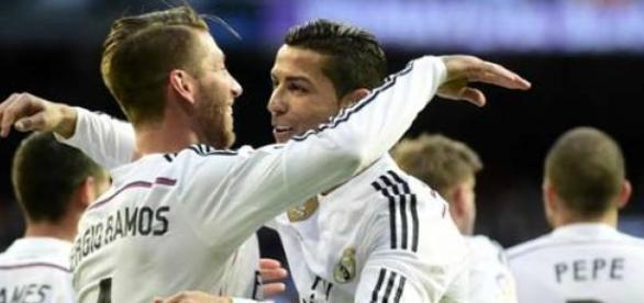 Ramos e C Ronaldo comemoram o primeiro gol do Real