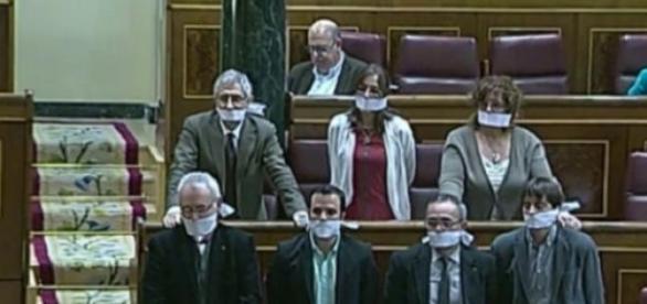 Izquierda Unida mostrando su repulsa por la Ley
