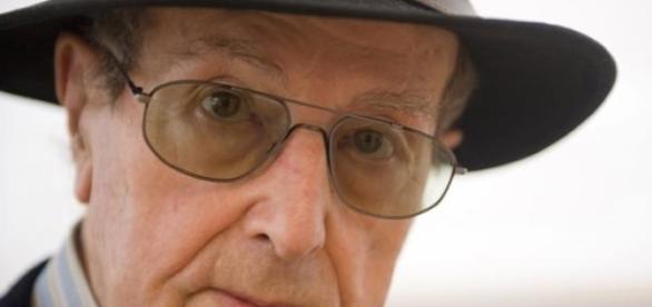 Morreu Manoel de Oliveira com 106 anos.