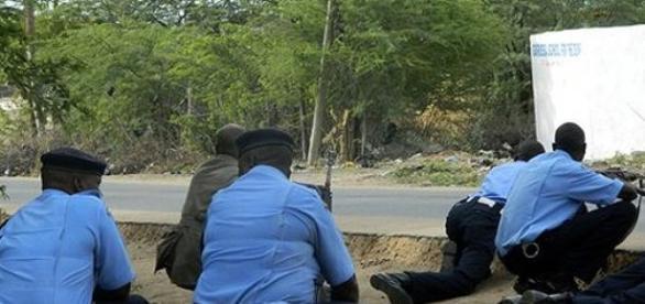 Policiais enfrentam os extremistas na universidade