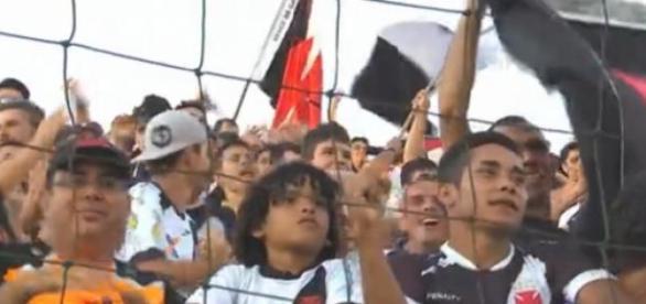 Reprodução/TV Globo - Torcida do Vasco no Acre