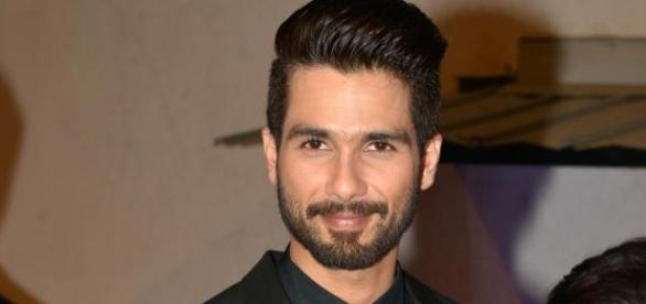 Shahid Kapoor breaks a million hearts