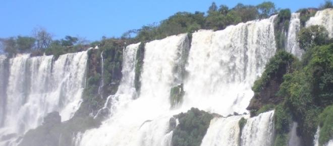 Un salto de las cataratas del Iguazú