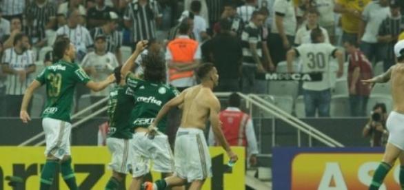 Jogadores do Palmeiras comemoram a classificação
