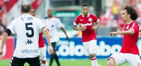 Lance de Internacional 3x1 Brasil de Pelotas