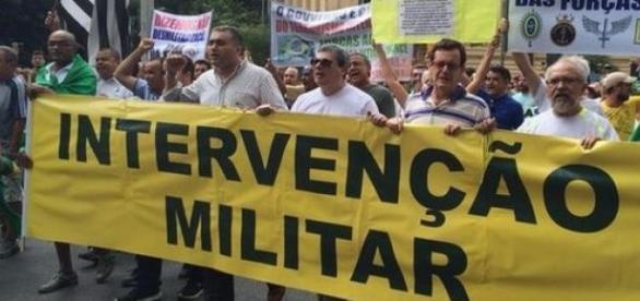 Militares no poder não é algo constitucional