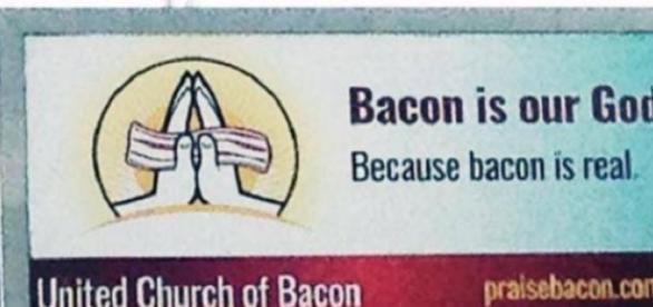 """Lê-se """"No bacon acreditamos porque o bacon é real"""""""