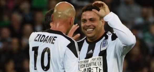 Ronaldo e Zidane novamente juntos em campo.