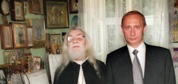 Vladimir Putin cu unul din sfintii atoniti