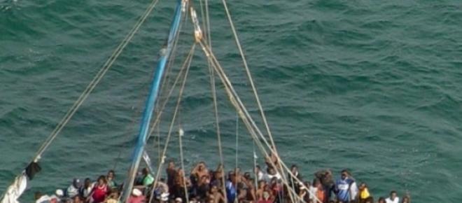 Vas cu imigranti in Marea Mediterana