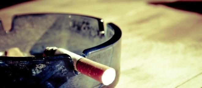 Könnte das gemütliche Zigarettenrauchen im Stammlokal schon bald der Vergangenheit angehören? Ein striktes Rauchverbot ist seitens der Regierung schon so gut wie beschlossen.