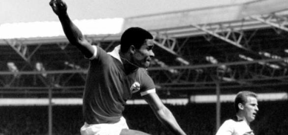 Eusébio destacou-se na vitória por 4-0, em 1964.