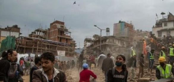 Ciudadanos ayudando a rescatar