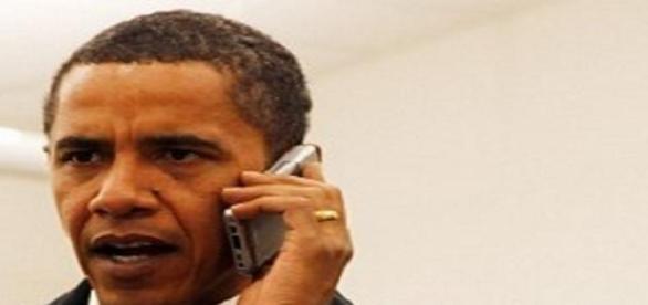 Obama con su teléfono movil