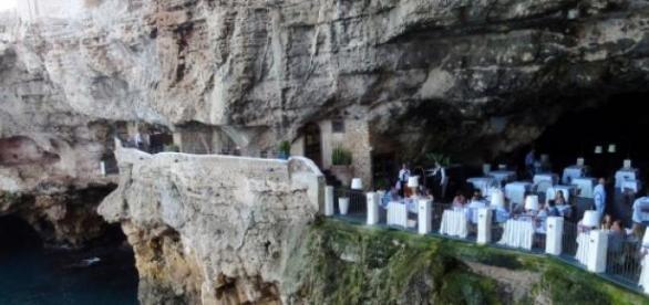 Restaurant en las cuevas de Polignano Italia