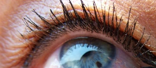 Tratează-ți ochii pe cale naturală.