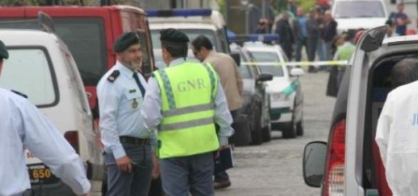 Autoridades investigam cenário do crime