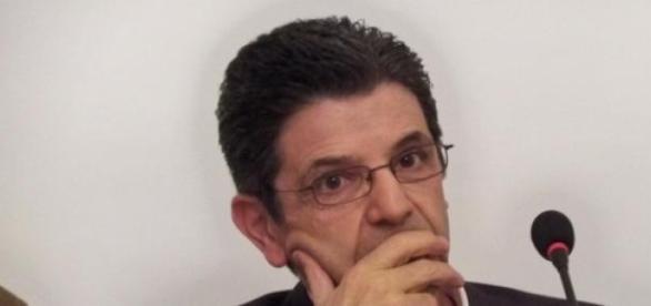 Ex-ministro culpado em três dos sete crimes