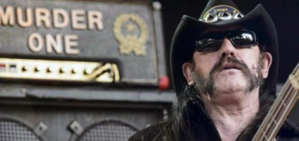 """Ian """"Lemmy"""" Kilmister avisa: """"Não estou morto!"""""""